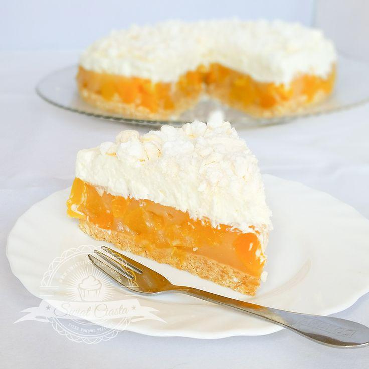 Torcik brzoskwiniowy z bezami bez pieczenia | Świat Ciasta