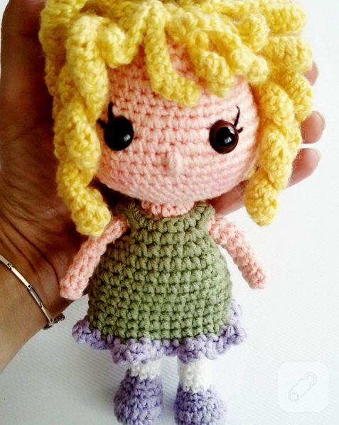 bu sarı kıvırcık saçlı ammigurumi örgü oyuncak bebek nasıl yapılır? tarifi adım adım burada, siz de örün diye. 10marifet.org'da, sizi de bekleriz örmeye.