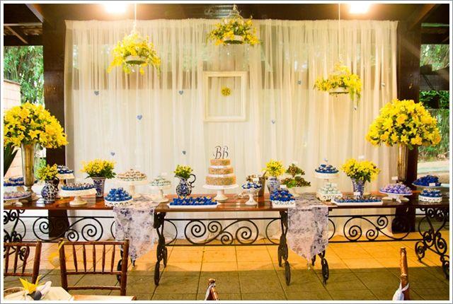 8 bodas de prata mesa de doces azul e amarela
