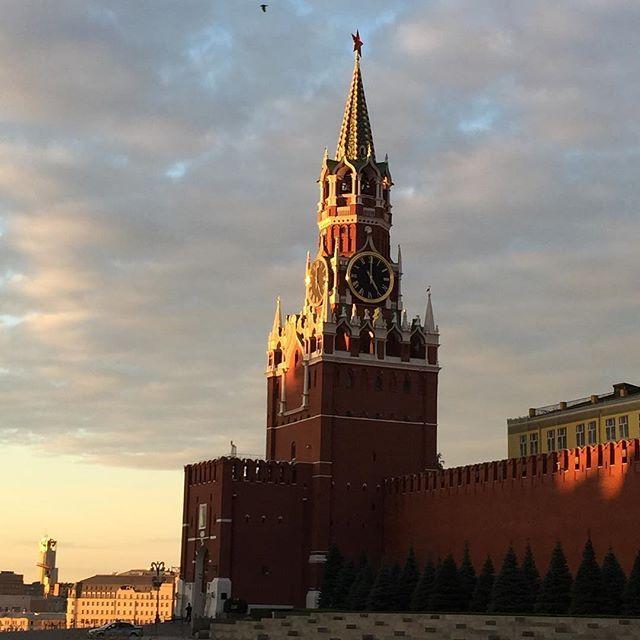 05:00. Доброту утро страна! #столица #moscow #capital #russia #weekend #summer #утро #morning #me by anzhelikaanzhelika.g