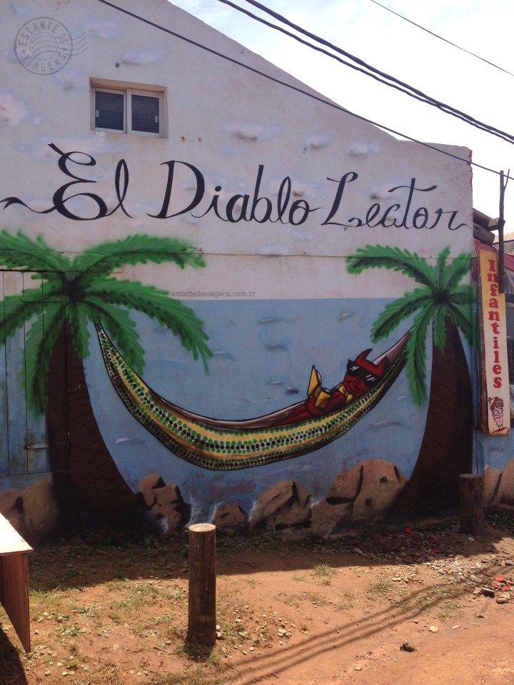 El Diablo Lector - livraria em Punta del Diablo, Uruguay - Estante de Viagens