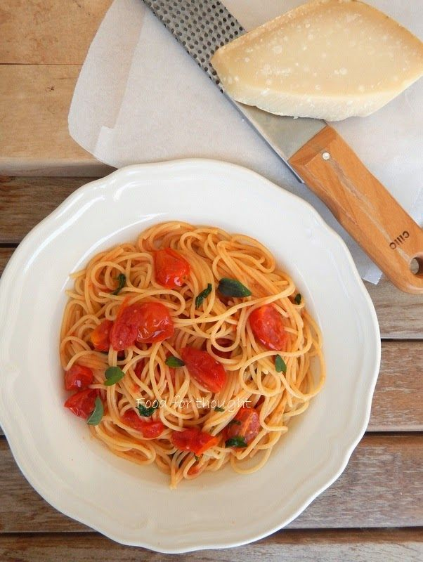 Food for thought: Μακαρονάδα με σκόρδο, βασιλικό και ντοματίνια