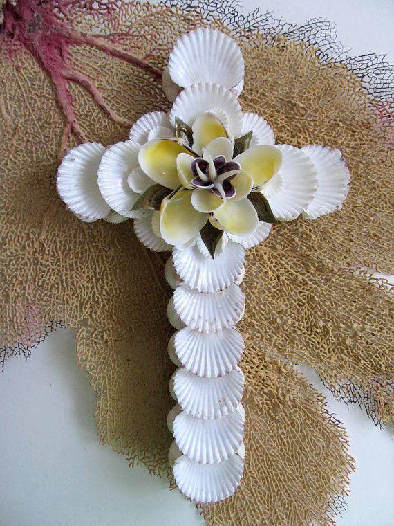 Beach Decor Shell Art Cross con conchiglie bianche e fiore
