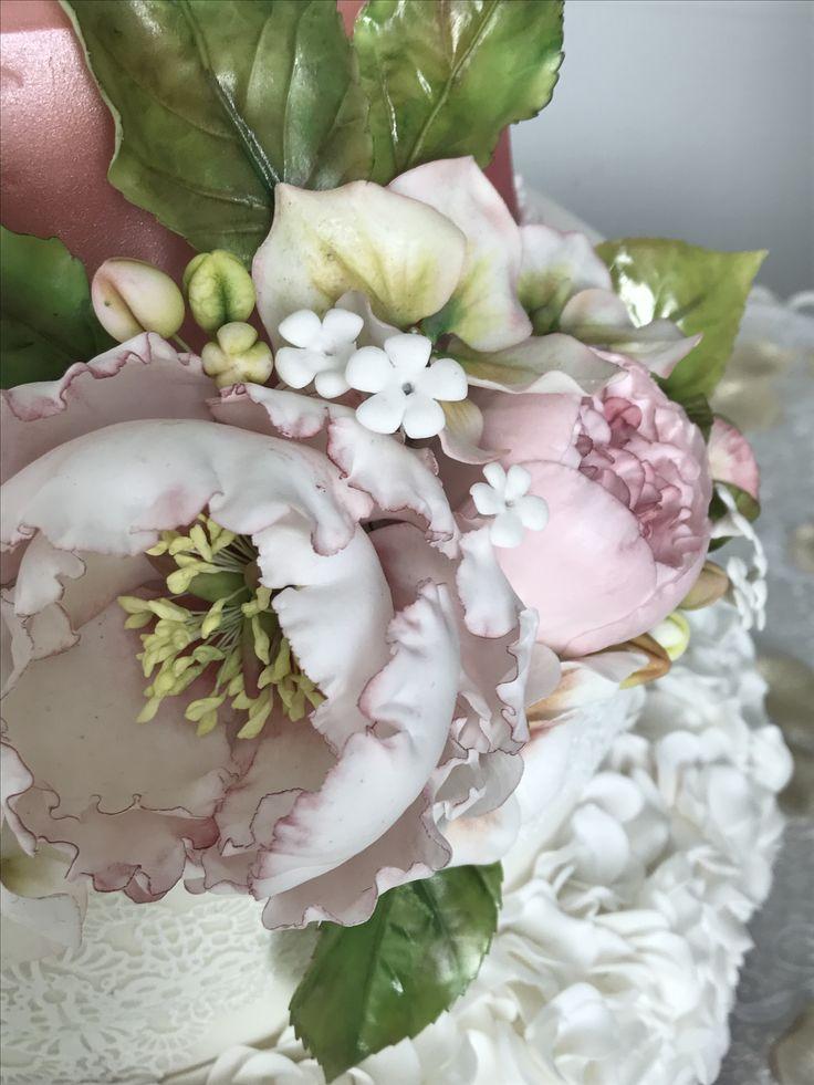 Fondant Cake Design Rosemount Aberdeen : How To Make Sugar Paste Filler Flowers Wedding Cake ...