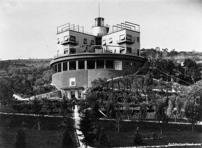 Girasole with the inner courtyard facing out on the hillsides below, 1935