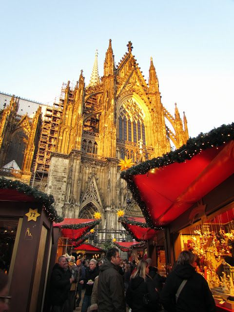 Christmas Market, Köln (Cologne), Germany  http://en.wikipedia.org/wiki/Cologne