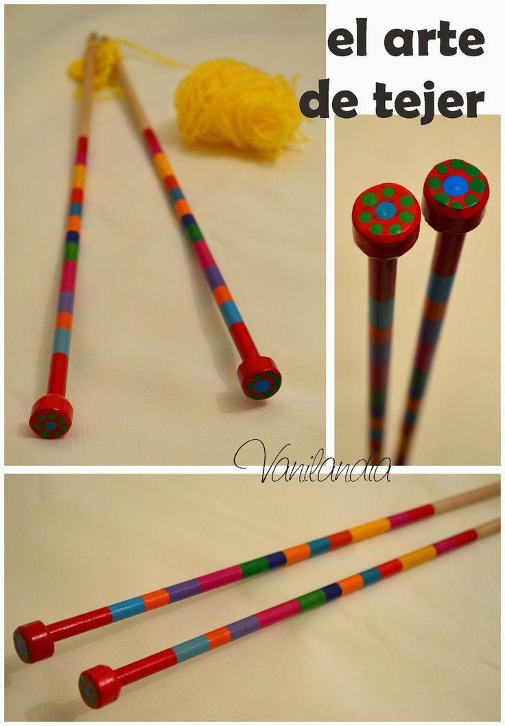 agujas de tejer de madera pintadas