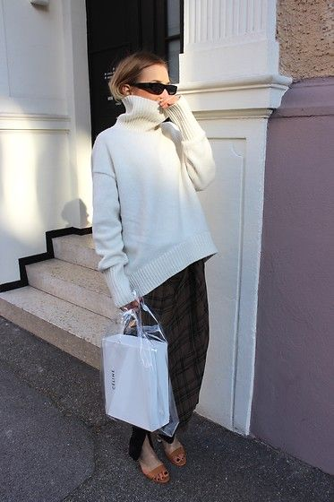 Get this look: http://lb.nu/look/8976508 More looks by Anna Borisovna: http://lb.nu/user/1790473-Anna-B Items in this look: H&M Knit, Zara Skirt, Mango Shoes, Mango Bag, Zara Sunglasses #elegant #street #vintage #streetstyle #fashion #lotd #ootd #blogger #skirt