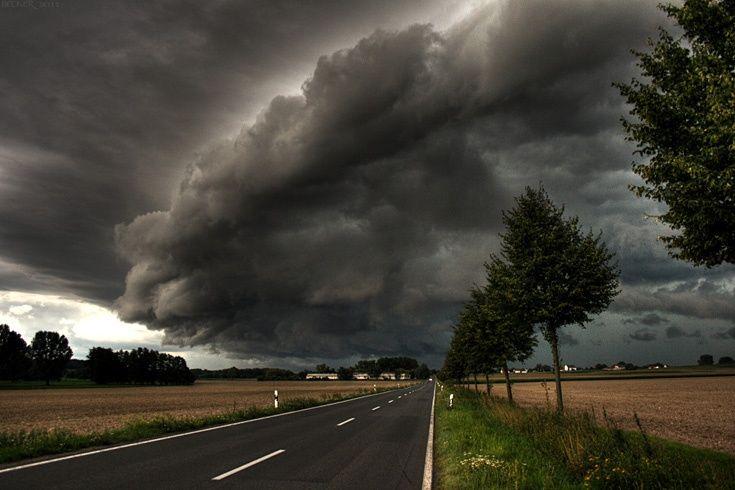 Galerie Streetlife    Dramaturgie mit dunklen Wolken: eine aufziehende Gewitterfront bei Oschatz in Sachsen    Mehr Fotos von sbecker in der VIEW Fotocommunity     Aktionen und Informationen aus der VIEW Fotocommunity auf Facebook, Google+ oder Twitter