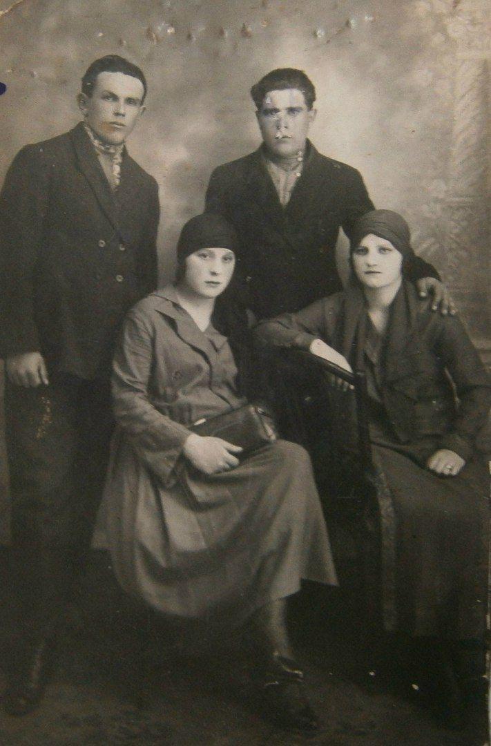 Женская мода в СССР на фотографиях 1930-х годов.
