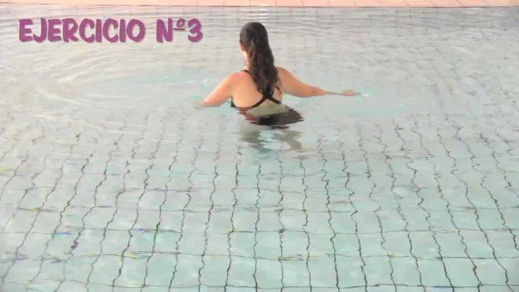 Rutina de ejercicios en el agua.