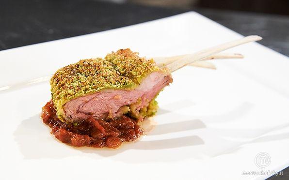 Scopri la ricetta 'Costolette d'agnello in crosta di pistacchi e chutney di rabarbaro e fragole ' di MasterChef , il talent show culinario più famoso al mondo in onda su Sky Uno.