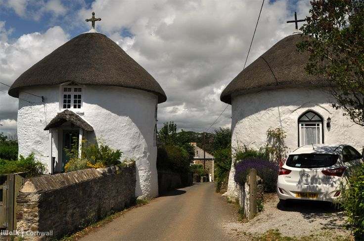 Roundhouses in Veryan, Cornwall. This kind of reminded me of a pub / restaurant in Penzanze (2016) but it was a quite different !