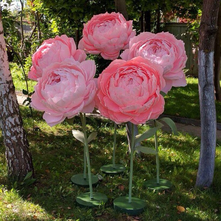 Купить Бумажные цветы на подставках - бумажные цветы, ростовые цветы, гофрированная бумага, декор для интерьера