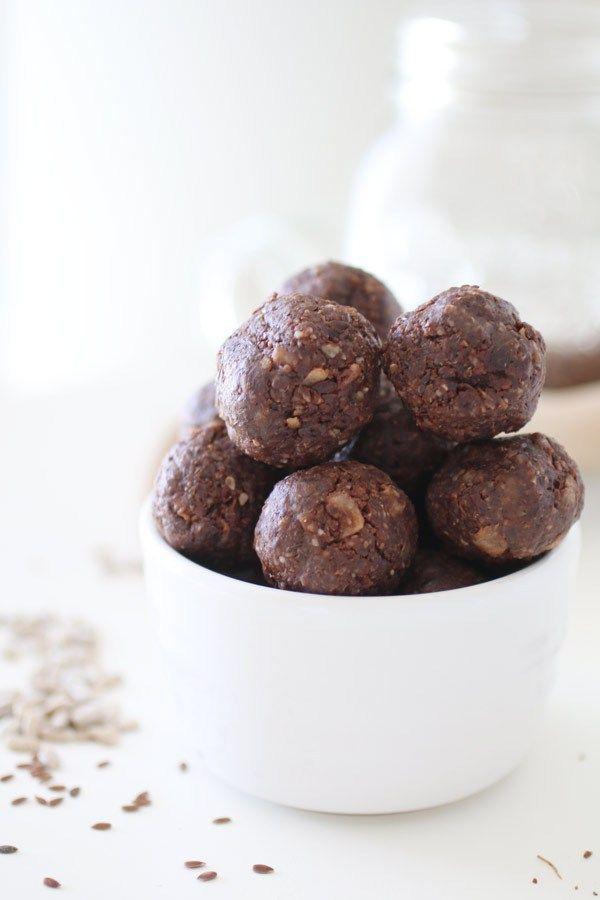 Palline Energetiche Ai Semi di Lino, Girasole e Sesamo è una ricetta di gustoso snack adatto ad ogni occasione, naturalmente Senza Glutine, Senza Latticini e Senza Zucchero.  Paleo* (sostituisci la ca