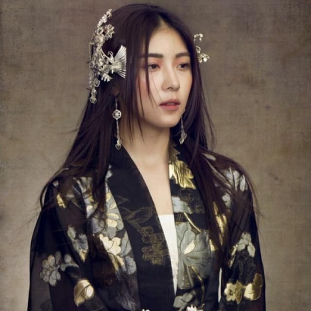 "I keep raving about the gorgeous costumes in Empress Ki. This is just one example. I particularly liked the hair pieces. Ha Ji Won Takes as ""Empress…"