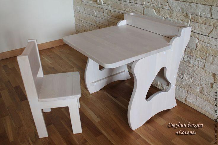 Купить или заказать Набор детской мебели 'Стол - мольберт и стул' из дерева в интернет-магазине на Ярмарке Мастеров. Комплект детской мебели 'Стол - мольберт и стул' из массива сосны наверняка понравится вашему ребенку. Может использоваться как обычный детский стол и стульчик, а также как мольберт. Столешница откидная, с обратной стороны размещена грифельная поверхность - мольберт для рисования мелом. Стол оборудован 2-мя пеналами для карандашей и мелков. С удовольствием выполним для Вас…