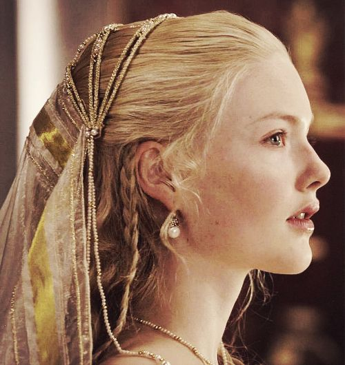 Holliday Grainger- Lucrezia Borgia