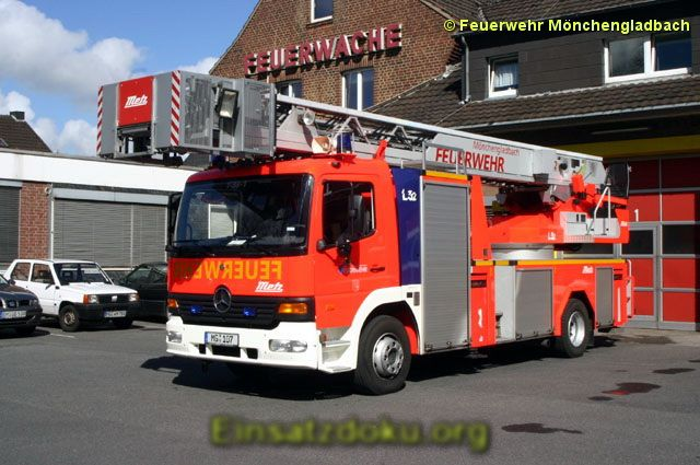 NEWS:  Mönchengladbach: Schwehrer Verkehrsunfall BAB52