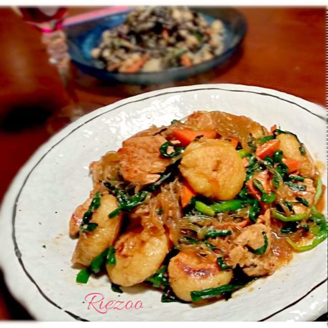 ともちゃん1200投稿おめでとう~  いつも美味しいレシピ感謝しています~❤ これからもお世話になりますので宜しくね  ともちゃんと言ったら鶏胸キュン肉❤   なので➕ 我が家の海老は咲きちゃんおから豆腐なので➕して作りました~。 ともちゃん、美味しかったです。ありがとう\(^-^)/  先に作っていたみたさま、食べともちゃん❤お願いしま~す! - 150件のもぐもぐ - ともさんの海老とキノコと春雨の中華炒め by riezoo