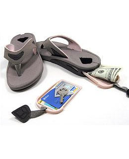 Love these Reef Stash Sandals - the secret tray in the sole slides out to hold personal items and slides back in to make sure no one knows they're there! #travel
