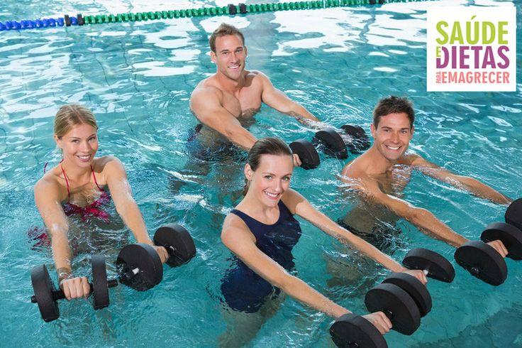 A hidroginástica, uma modalidade de atividade física de baixo impacto suscita uma dúvida em muita gente: hidroginástica emagrece?