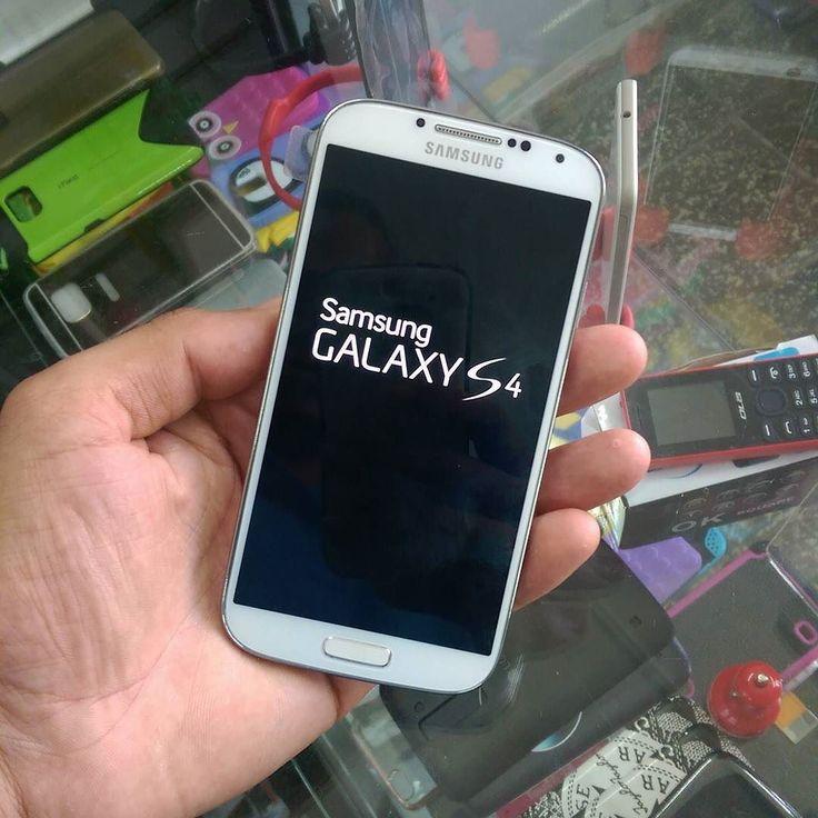 Samsung Galaxy S4.  Desbloqueados para todas las compañías.  Claro OrangevivaTricom.  Precio $5500.  Teléfono : 809-626-0890 Whatsapp : 809-322-8783