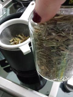 Chá de capim cidreira relaxante