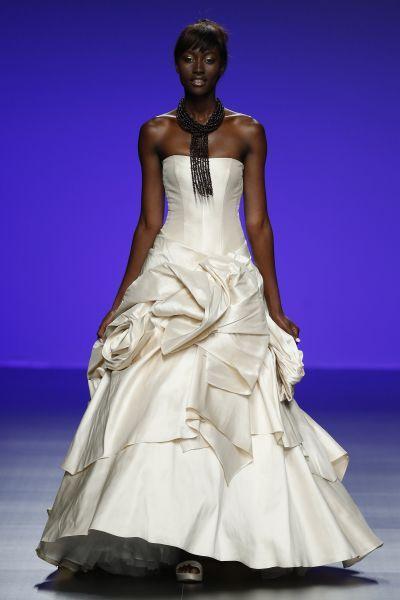 Robes de mariée Cymbeline 2016 : Quand avant-garde et tradition se lient à la perfection Image: 16