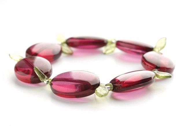Bransoletka – akrylowe pastylki i listki szklane - pink acrylic beads stretch bracelet http://corallia.pl/bransoletki/bransoletka-akrylowe-pastylki-i-listki-szklane.html#.VNoI9S7Hg2g