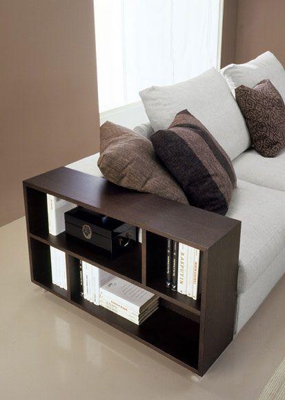 Bracciolo in legno colore wenghè del divano moderno Free. http://www.tinomariani.it/prodotti/free.html