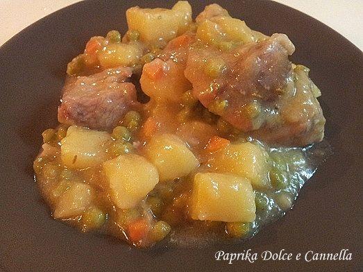 Lo Spezzatino di Tacchino con Patate e Piselli, un piatto classico, ma sempre gradito perché completo, succulento e gustosissimo!!!