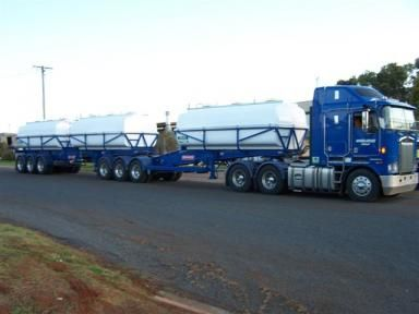 Felco developed a combination with 14,000 litres on the 'A' trailer and two 13,000 litres on the 'B' trailer. Each is indipendantly plumbed with diesel driven 'poly' pumps and 'poly' plumbing. http://goo.gl/15Pbn1