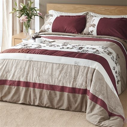 Introducing the Alyssa Bedspread - a fusion of bold and botanical!