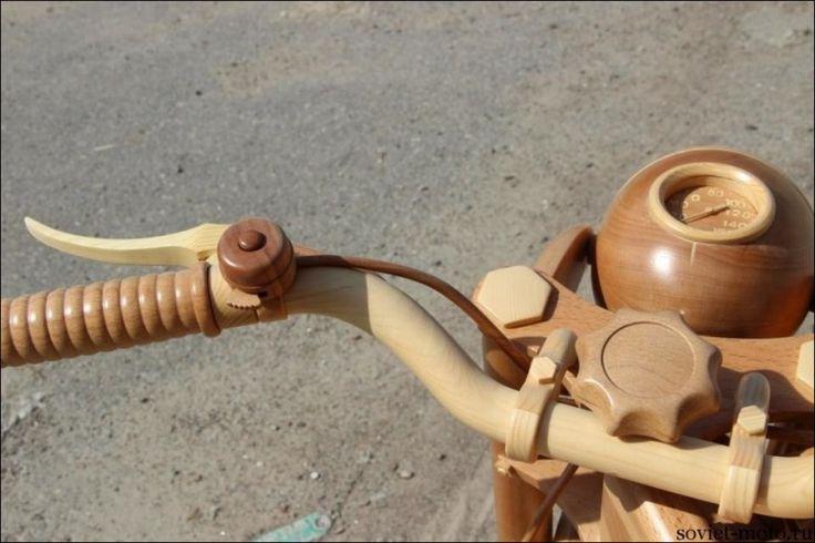 Деревянный мотоцикл ИЖ-49 в масштабе 1:1