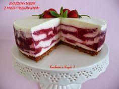 Jogurtowy torcik z musem truskawkowym