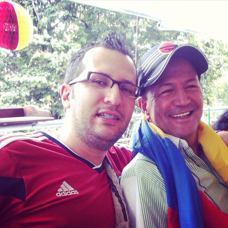 Con mi padre el día de su cumpleaños y partido de Colombia. ⚽️❤️