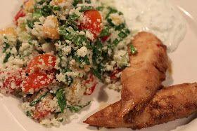 En rigtig lækker og sund salat - den mætter meget og kan sagtens erstatte ris og bulgur, som tilbehør til kød. Til en stor skål - 4 person...