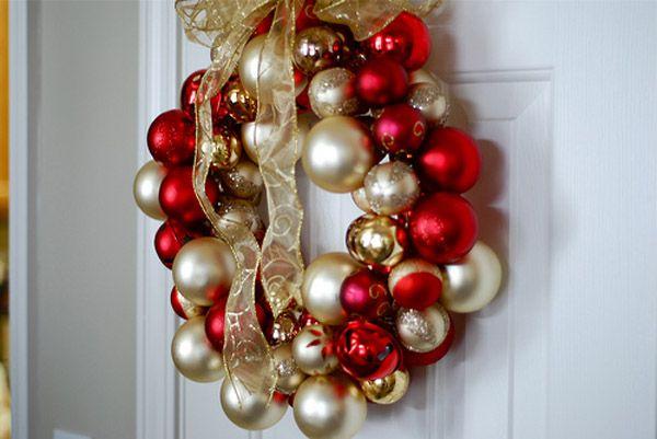 Vianočná inšpirácia a návod na krásne vianočné vence vyrobené z dekoračných gulí na stromček... urob si sám, diy, nápad, Vianoce, handmade, veniec z gulí