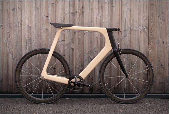 Vélo design en bois Arvak - #Design - Visit the website to see all photos http://www.arkko.fr/velo-design-en-bois-arvak/