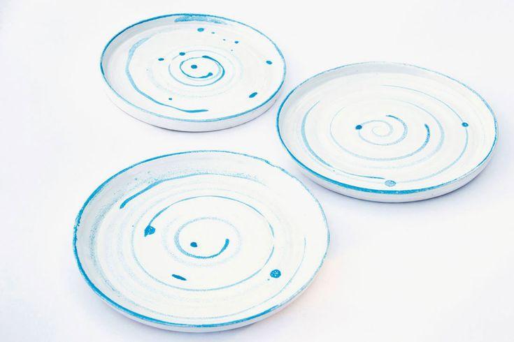 Материал: керамика Разогрев в микроволновой печи: да Мойка в посудомоечной машине: да Экологичность: бессвинцовые глазури Размеры: 200 мм диаметр, 10 мм высота Количество в наборе: 1 шт