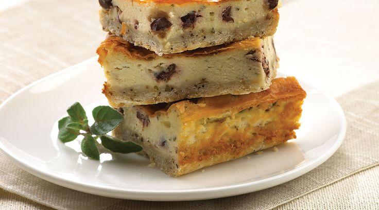 Un hors-d'œuvre original sous forme de gâteau au fromage salé inspiré de saveurs grecques. #unehistoiredamouraveclefromage