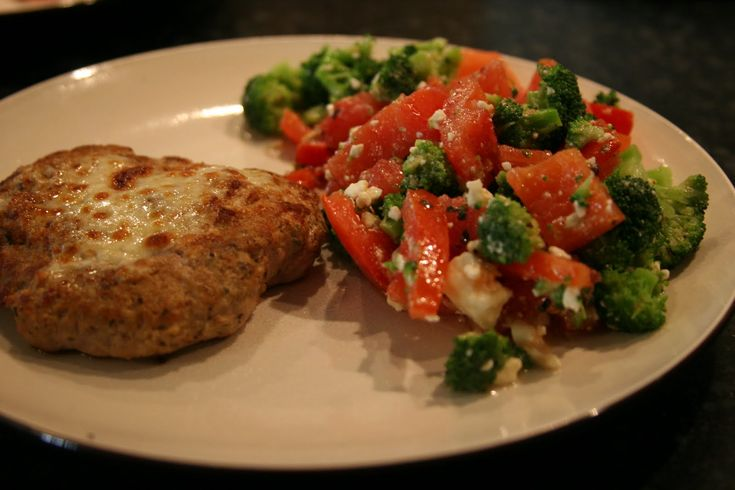 Turkey Burgers with Broccoli Tomato Salad - all low carb and low ...