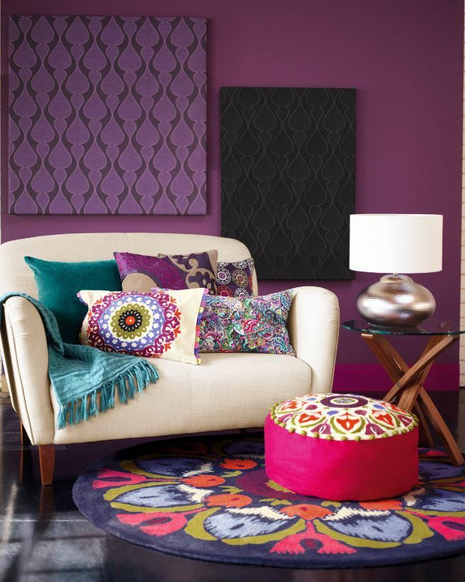 Retro, Mod, Bohemian stuff. Loving it! (Those wall hangings are so DIY!)