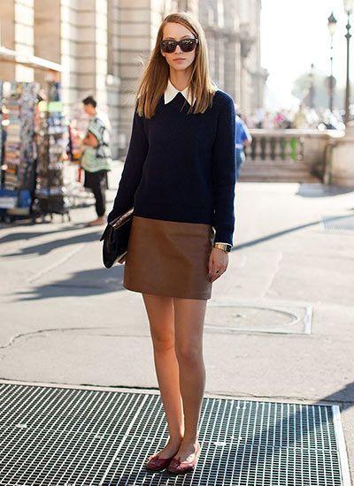 ネイビーセーター×ブラウンスカートのコーデ  【上品で落ち着いた雰囲気のセーターコーデ♪】 ネイビーセーターに、ブラウンスカートと白シャツを合わせたコーディネート。 「ネイビー+ブラウン」だけだと少し重たい感じになってしまうところを、チラッと見える白シャツが払拭☆しかも上品さも加速させていますね。 そして「きちんと感」のあるクラッ…
