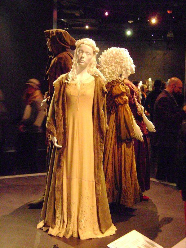 Elle Fanning Aurora Costume 571 best images about ...