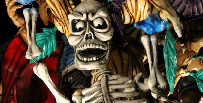 31 ott. - Martina Franca (Ta). Halloween horror night. Un party dalla mille sorprese immersi nelle atmosfere di una delle tenute storiche più suggestive di tutta la Valle d'Itria: quello che si aprirà agli occhi degli ospiti sarà una sorta di carnevale un po' noir che durerà una sola notte, animato da streghe e scheletri, illuminato da zucche intagliate e candele mortuarie e a cui sarà possibile accedere mascherati.