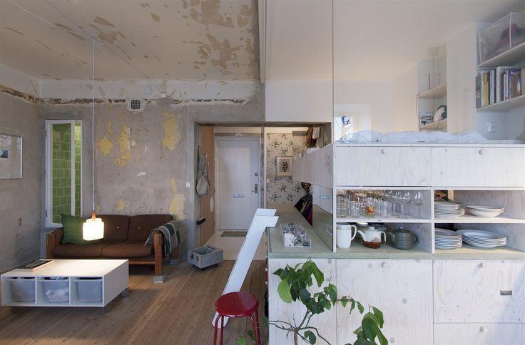 Byt třiatřicetileté Karin Matzové je v nenápadném bytovém domě na jedné z hlavních rezidenčních stockholmských ulic Heleneborgsgatan.