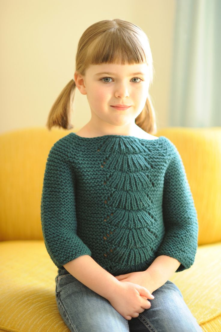 I so want to knit this for my girl.  There is also one for baby, so sweet and simple.