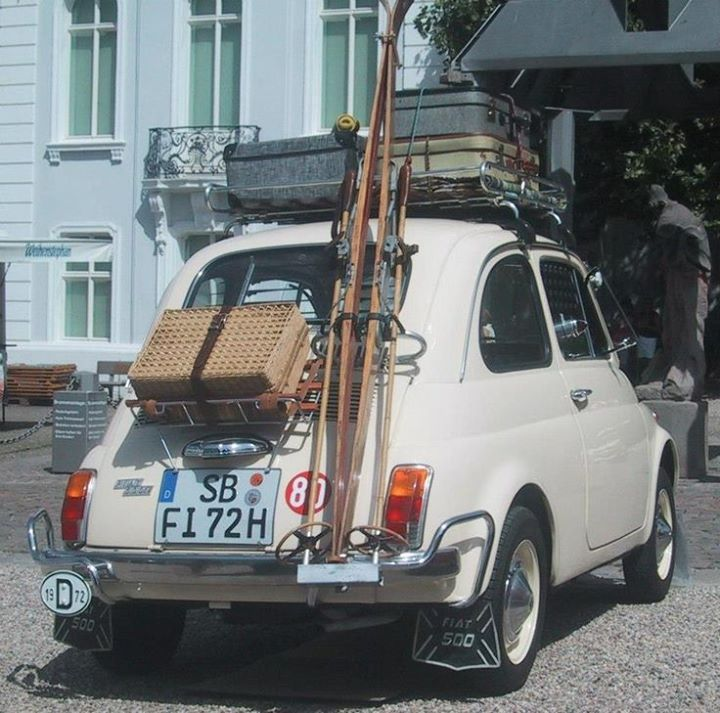 Andiamo a sciare? ( by do you like vintage on Tumblr) http://ift.tt/1lxIEna #fiat500 #fiat #cinquecento #vintage #ski